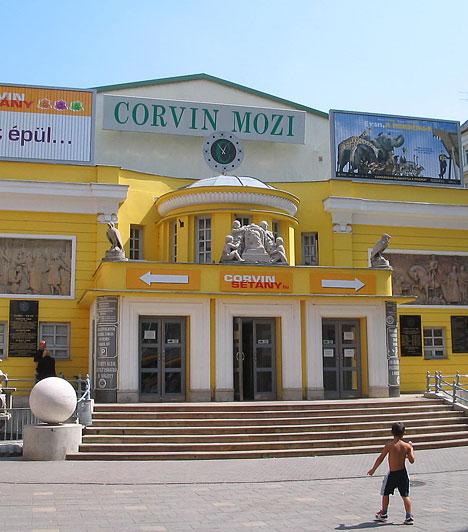 Corvin Mozi                         A Corvin Budapest Filmpalotát a nyolcadik kerületi Corvin köz 1. szám alatt találod. Összesen hat teremben nézhetsz filmeket, a szerdai napokon pedig akciósan mozizhatsz.                         Kép forrása: www.orszagalbum.hu