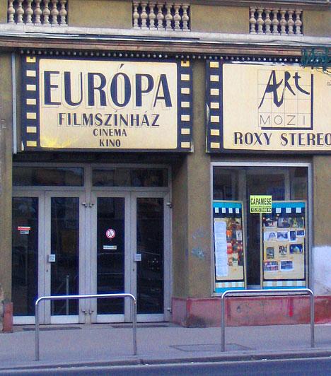 Európa Filmszínház                         Az Európa mozit Budapest hetedik kerületében, a Rákóczi út 82-es szám alatt találod. Ma már ez az intézmény is az art mozik színes palettáját dísziti. A fenntartók lehetőséget biztosítanak a mozitermek bérlésére, valamint keddtől vasárnapig diák, pedagógus, gyermek, nyugdíjas kedvezményt kaphatsz.