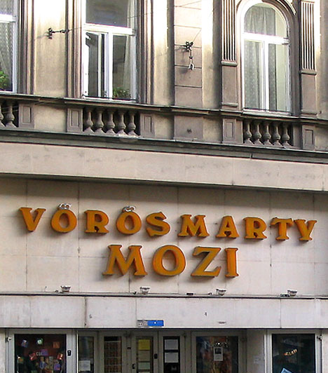 Vörösmarty Mozi                         A nyolcadik kerületi Vörösmarty Mozit a Kálvin tér mellett az Üllői út 4. alatt találod. A filmszínház a fővárosi ART hálózat tagja. Két termes, 120 fős és 53 fős kamaraterem. Dolby hanggal, valamint új multiplex székekkel felszerelt.