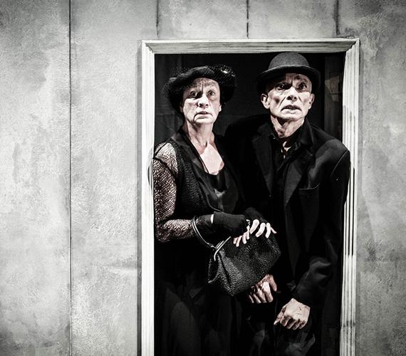 A világhírű koreográfus, Jiří KyliánEast Shadow című előadása lesz az idei Budapest Táncfesztivál sztárprodukciója. A holland koreográfus darabja az önmagunkkal és másokkal történő együttélés nehézségeire, küzdelmeire világít rá.