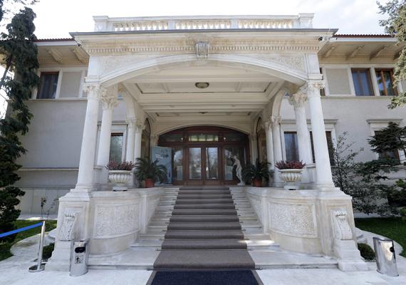 A Primaverii-palota kívülről. Az egyemeletes, 80 helyiséggel rendelkező villa az 1960-as években épült.