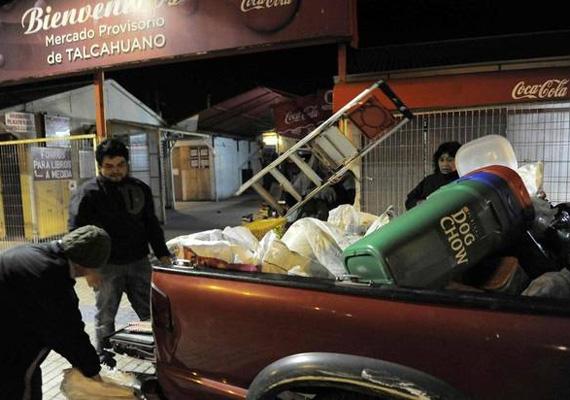 Ők aztán tényleg sok mindent magukkal akarnak vinni a földrengés után.