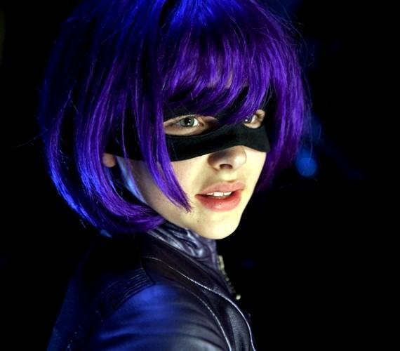 Az álarc és a jelmez a film előző részében is ugyanez volt, de Chloe arca közben felnőttesebbé vált.