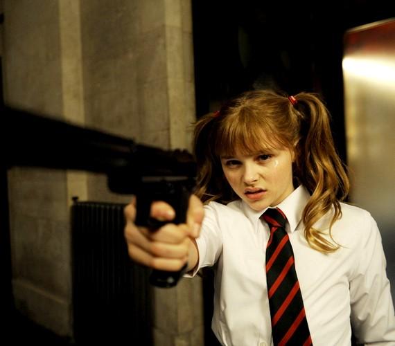 A Ha/Ver első részében még nagyon kislány volt a színésznő: szerepe szerint 11, a valóságban pedig 13 éves volt.