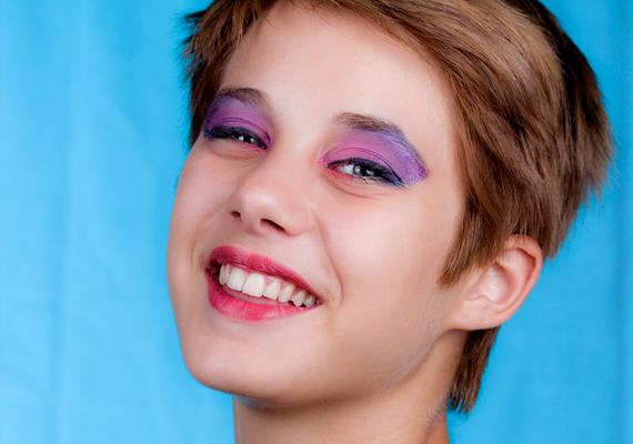 Szép, ha kiemeled az arcod legszebb pontját, de a hatalmas mennyiségű vakolatot a fiúk nem szexinek, hanem visszataszítónak találják.