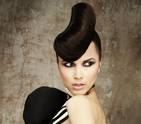 A mindennapokban kevéssé hordható ez a frizura, de alkalomra sem igazán ajánlott. Próbálj ki inkább valami kevésbé extrémet.