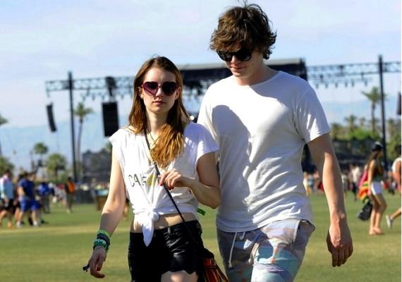 A színészpáros, Emma Roberts ésEvan Peters is elment a fesztiválra, teljesen alkalomhoz illő öltözetben.