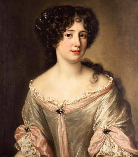 Marie ManciniAz előkelő olasz hölgybe XIV. Lajos, a francia király bolondult bele, állítólag feleségül is vette volna, ha nem tör ki a francia-spanyol háború. Lajosnak így a politikai indokok miatt egy spanyol infánsnőt kellett elvennie, míg Marie-t eltávolították az udvarból.