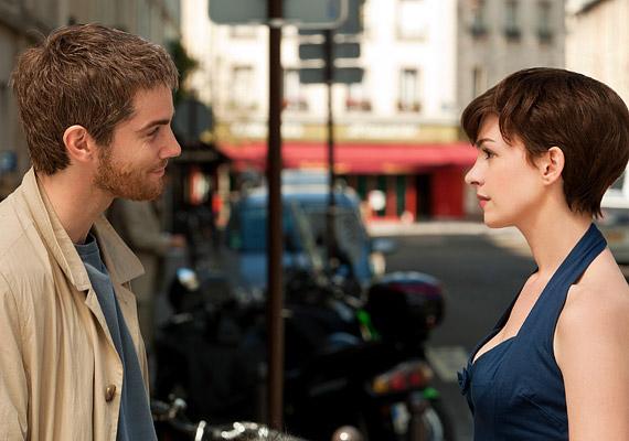 Anne Hathaway és a Jim Sturgess főszereplésével októberben kerül a hazai mozikba az Egy nap című romantikus dráma.