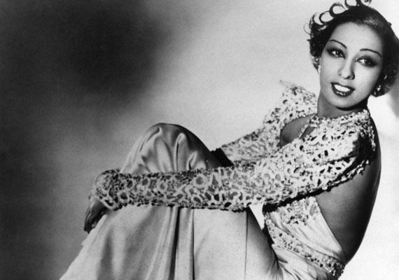 A charleston korában a nők kényelmesebb ruhákba bújnak, szabadon mozognak, és ez a könnyedség válik a szexepiljükké. A kor egyik szexszimbóluma az egzotikus szépségű táncosnő, Josephine Baker.