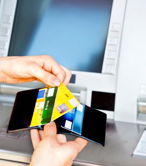 Banki adók  Idén augusztustól a bankok újra megemelték a tranzakciós illetéket, ami miatt az átutalás és a készpénzfelvételért is fizetni kell. Ugyanakkor, aki időben jelzi a bankjánál, havonta összesen 150 ezer forintot ingyen felvehet.