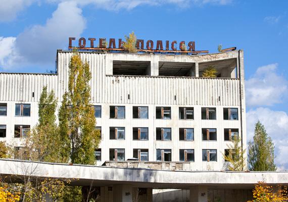 A katasztrófa után130 ezer embert telepítettek ki Csernobil 30 kilométeres körzetéből.