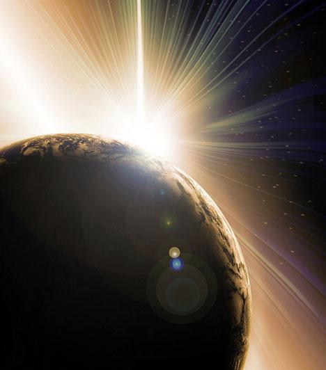Napfogyatkozás                         A napfogyatkozás csillagászati jelenség, amelynek során a Hold a megfigyelő számára részben vagy egészen eltakarja a Napot. Napfogyatkozás akkor jön létre, amikor a Hold pontosan a Föld és a Nap közé kerül, azaz újholdkor. De nem minden újholdkor, hanem csak akkor, ha a Föld körüli pálya leszálló, vagy felszálló csomópontjában van éppen újholdkor a Hold. Teljes Napfogyatkozáslegközelebb 2015. márciusában lesz megfogyelhető.