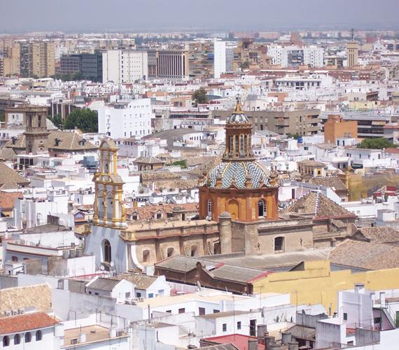 Eggyel utánunk Spanyolország. A képen Sevilla látható.