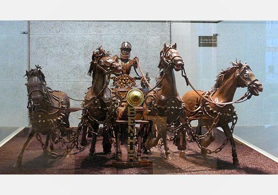 A barcelonai csokoládémúzeumban áll Ben Hur csokiból faragott szereke.