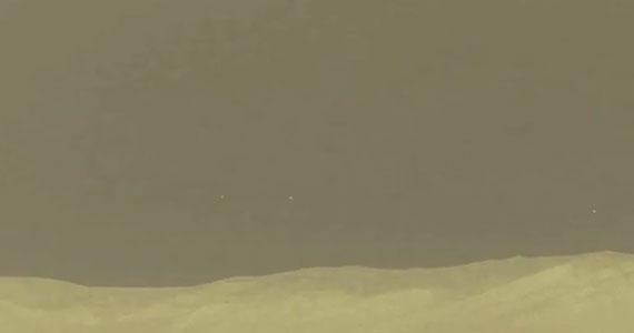 UFO-k röpködnek a Mars horizontján, vagy pixelhibás a Curiosity kamerája?