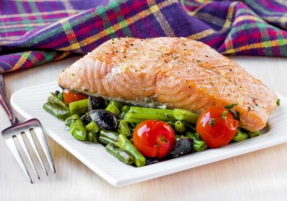 Ha szereted a halat, D-vitamin-pótlás céljából a zsírosabb fajták közül válassz, ilyen például a lazac, a makréla, a hering, a tonhal vagy a ponty.