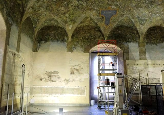 Ludovico Sforza milánói herceg 1498-ban hívta kastélyába Leonardót, akire többek között egy terem díszítését is rábízta.