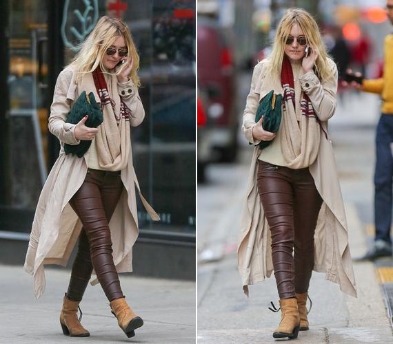 Dakota Fanninget barna bőrnadrágban és drapp ballonkabátban kapták le a minap New York utcáin.