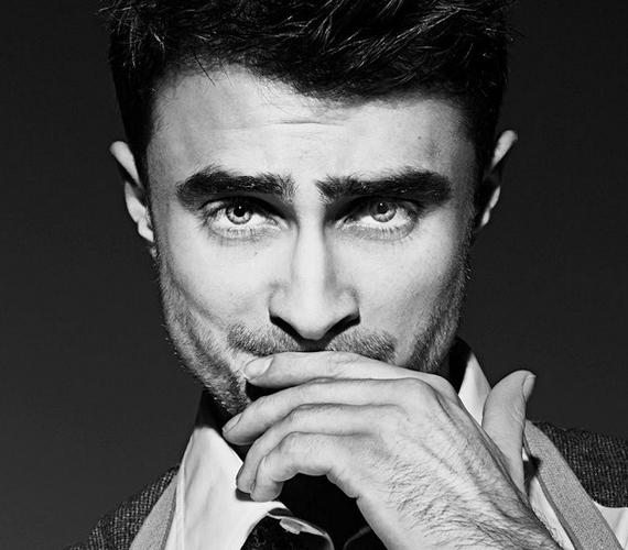 A fotós, Matthew Lyn a fekete-fehér képek segítségével igyekezett kiemelni a színész jellegzetes, markáns vonásait.