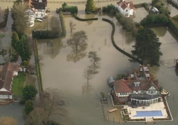 Így néz ki a magasból a dél-angliai árvíz.
