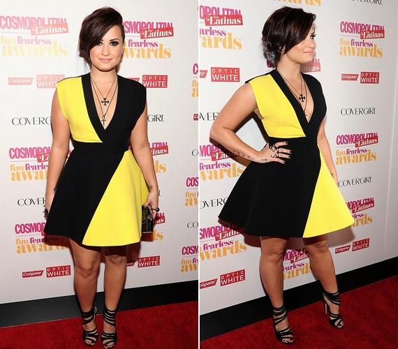 Demi egy szupernőies, sárga-feketeFausto Puglisi miniruhában jelent meg az eseményen.