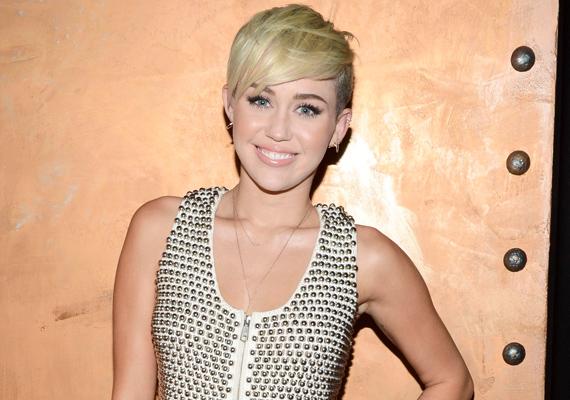 Miley Cyrus az amerikai Elle magazinban vallott őszintén betegségéről, amit a Liam Hemsworth-szel való szakítása után élt át.