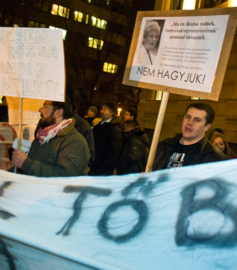 Kecskemét, Hoffmann Rózsa  Csütörtökön Hoffmann Rózsa Kecskemétre látogatott, a diákok transzparenssel várták az oktatásért felelős államtitkárt a Piarista Gimnázium előtt. Az államtitkár a helyi Kölcsey Kör felkérésére tartott előadást a gimnázium dísztermében. Pénteken ülősztrájkoltak a diákok a dunakeszi Radnóti gimnáziumban, szombaton Orbán Viktor bejelentette, eltörli a keretszámokat, aki jól tanul, bejut az egyetemre.