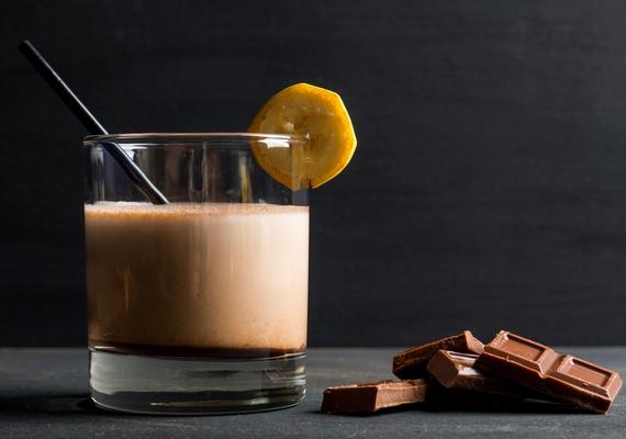 Mézédes finomságra vágysz? Turmixold össze a forró csokit egy kisebb banán felével!