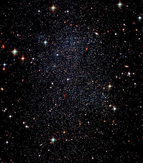 A Sagittarius törpegalaxis                         Az elliptikus törpegalaxis a Tejútrendszer egyik, elliptikus pályán mozgó kísérője, mely sarki pályán kering a Tejútrendszer magja körül. Bár ez az egyik, a Földhöz legközelebb eső kísérőgalaxis, és az égbolt jelentős részét lefedi, galaxisunk teljesen ellentétes oldalán található, emiatt csak nagyon gyengén látszik. 1994-ben fedezte fel Rodrigo Ibata, Mike Irwin és Gerry Gilmore.