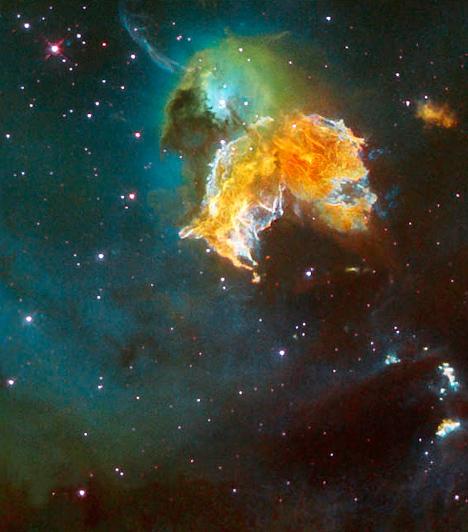 Az N69A szupernóva-maradvány                         A szupernóva-maradványok izzó gázfelhők, melyek egy csillag szupernóvaként történő fellángolása után képződnek. Az izzó felhők néhány tízezer évig tágulnak, de egyre lassabban, miközben fokozatosan hűlnek, majd szétoszlanak. Közepüket rövid ideig fekete lyuk képezi. Képünkön az egyik leghíresebb szupernóva-maradvány látható a Nagy Medve-csillagképben.