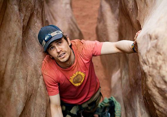 A 127 óra Aron Ralston hegymászó igaz története, aki megcsúszik és szerencsétlen esése következtében keze egy sziklavájatba szorul.