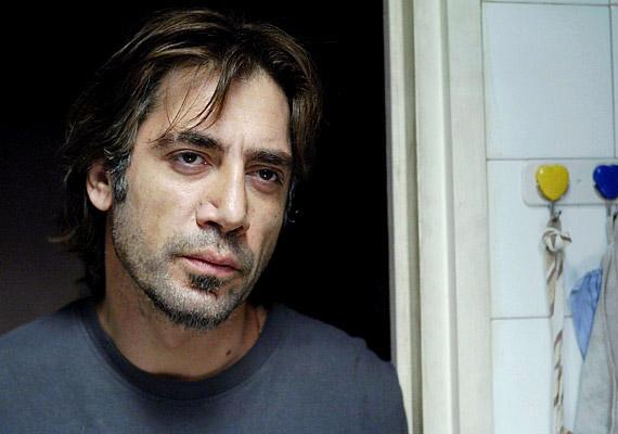 Javier Bardem a Biutiful című filmben egyszerre ragaszkodó apa, megkínzott szerető és alvilági üzletember.