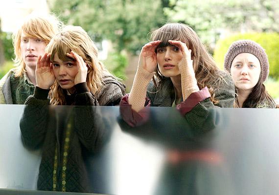 A Ne engedj el! című film főszereplői egy olyan magániskolában nevelkedő gyerekek, akiket donornak szánnak.