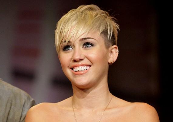 Miley Cyrus nem volt kimondottan duci, de telt, husis kislány volt, dundi pofival. Kerek arca még ma is a védjegye.