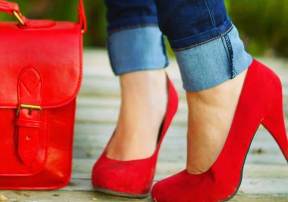 Ha találsz magadra nadrágot, ami széltében mindenhol jó, szinte biztos, hogy hosszú, és vagy fel kell hajtani, vagy le kell vágatni.