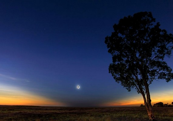 Geoff Sims: Napfogyatkozás, 2012. november 14.