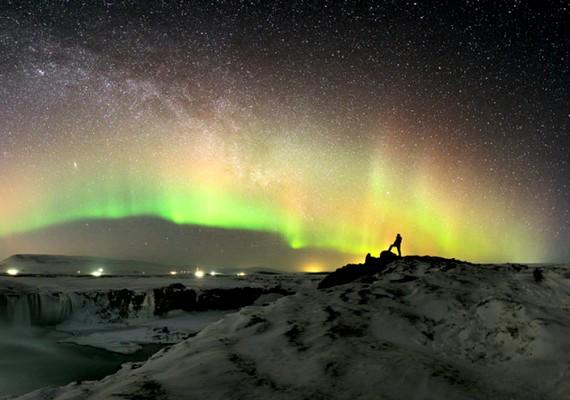 Stephane Vetter: A Tejút és a sarki fény az izlandi Godafoss felett