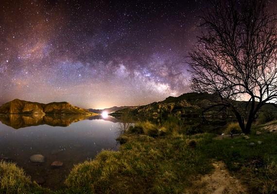 Zach Grether: Csillagok és fények az arizonai Canyon Lake vizén
