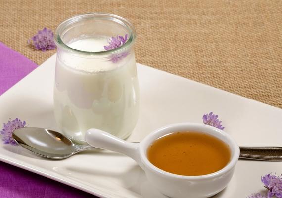 Bármikor elfogyaszthatsz nagyjából 60 gramm görög joghurtot egy kis mézzel megbolondítva.