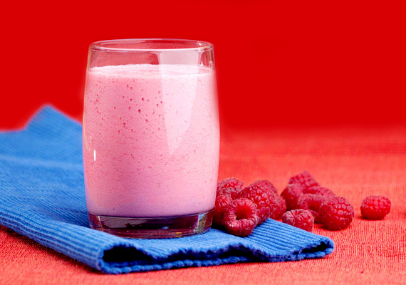 Még a szomjadat is oltja a finom gyümölcsturmix, amiből 1 deciliter nagyjából 90 kalóriát tartalmaz.