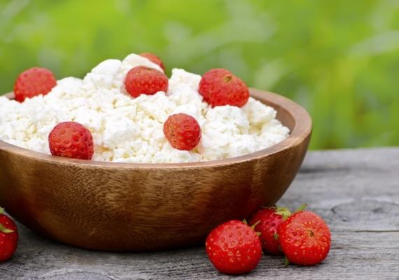 Nagyon feldobja a túrót, ha gyümölcsökkel, mazsolával kevered - 100 grammot ehetsz belőle, ha nem akarod túllépni a határt, ez pont 100 kalória.