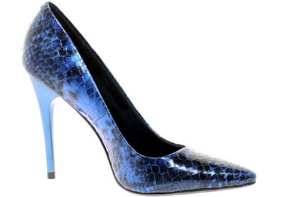 Ha a magassarkúdnak még az orra is hegyes, akkor valószínűleg kiválasztottad a legkárosabb cipőt, mert a lábujjaidat is megnyomorgatja.