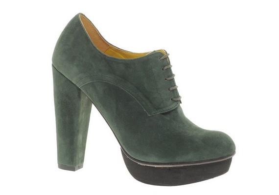 A vastagabb, de magas sarkú cipők egy fokkal jobbak, de azért nem ajánljuk őket rendszeres viselésre.