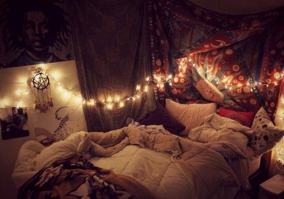 Aggasd az ágyad köré szabálytalanul!