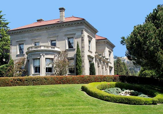 A lista hetedik helyén álló, kaliforniai Berkeley Egyetem a vietnámi háború idején a diákmozgalmak és diáktüntetések központja volt, ahol nyilvánvalóan a legtöbb marihuána is fogyott. A korábbi hagyományok a mai napig látszanak az egyetemen.