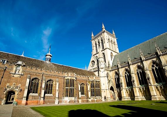 A Cambridge-i Egyetem ötödikként szerepel a listán. Az oktatásban itt leginkább a matematikára és a természettudományra helyezik a hangsúlyt. Összesen 89 Nobel-díjasa van. Itt tanult Newton, Darwin, Bacon vagy a filozófus Ludwig Wittgenstein is.