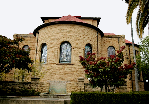 A Kalifornia államban található Stanford Egyetem áll a második helyen. A Szilícium-völgyben helyezkedik el, jelentős a tudományok és a sportteljesítmények szempontjából.