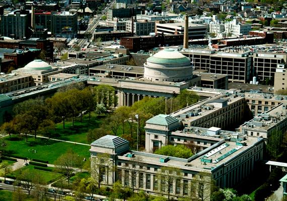 A Massachusetts Institute of Technology nem először kerül a világ legjobb egyetemei közé. Az intézmény főként a tudományok és a technika területén ismert.