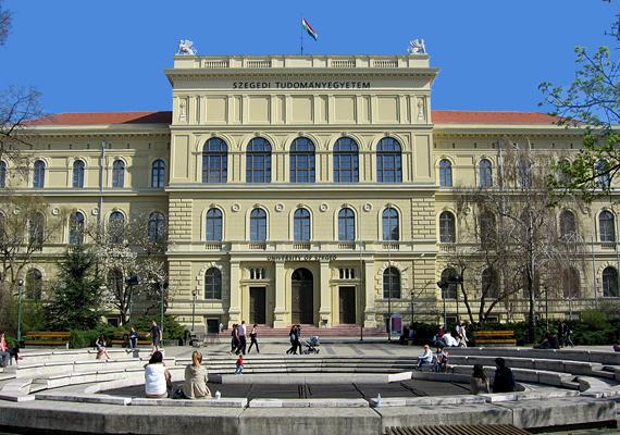 A Szegedi Tudományegyetem a 800-as listán idén az 501-550. helyen végzett, ami a 2010-es helyezéséhez képest kicsit gyengébb, ekkor a 451-500. helyre sorolták.